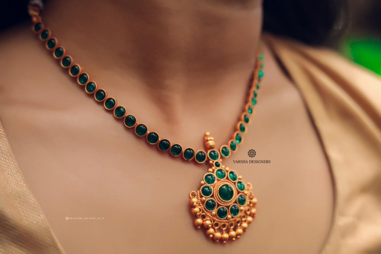 Simple-Floral-Gold-Finish-Emerald-Necklace-01