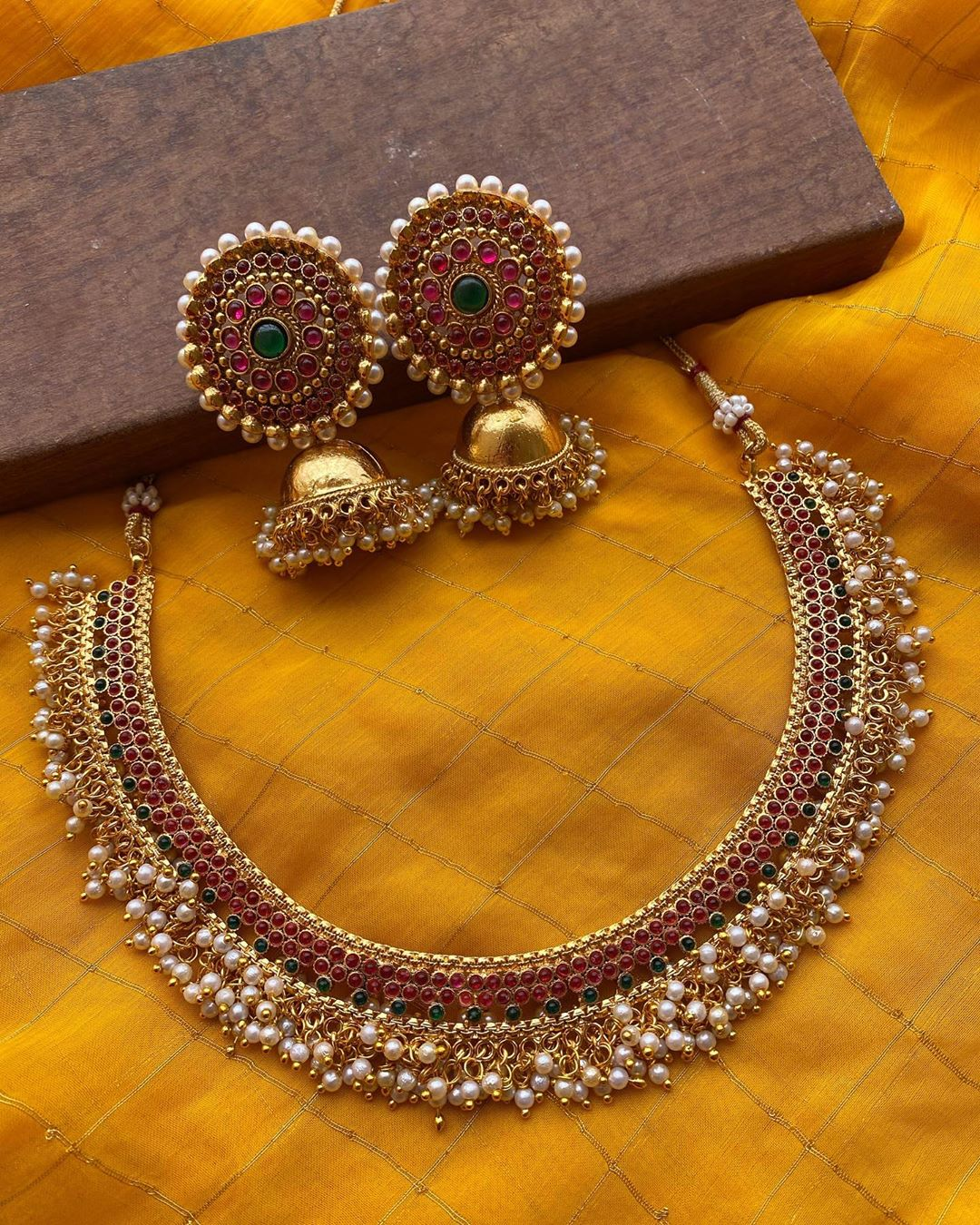 antique-finish-pearl-necklace-jhumkas
