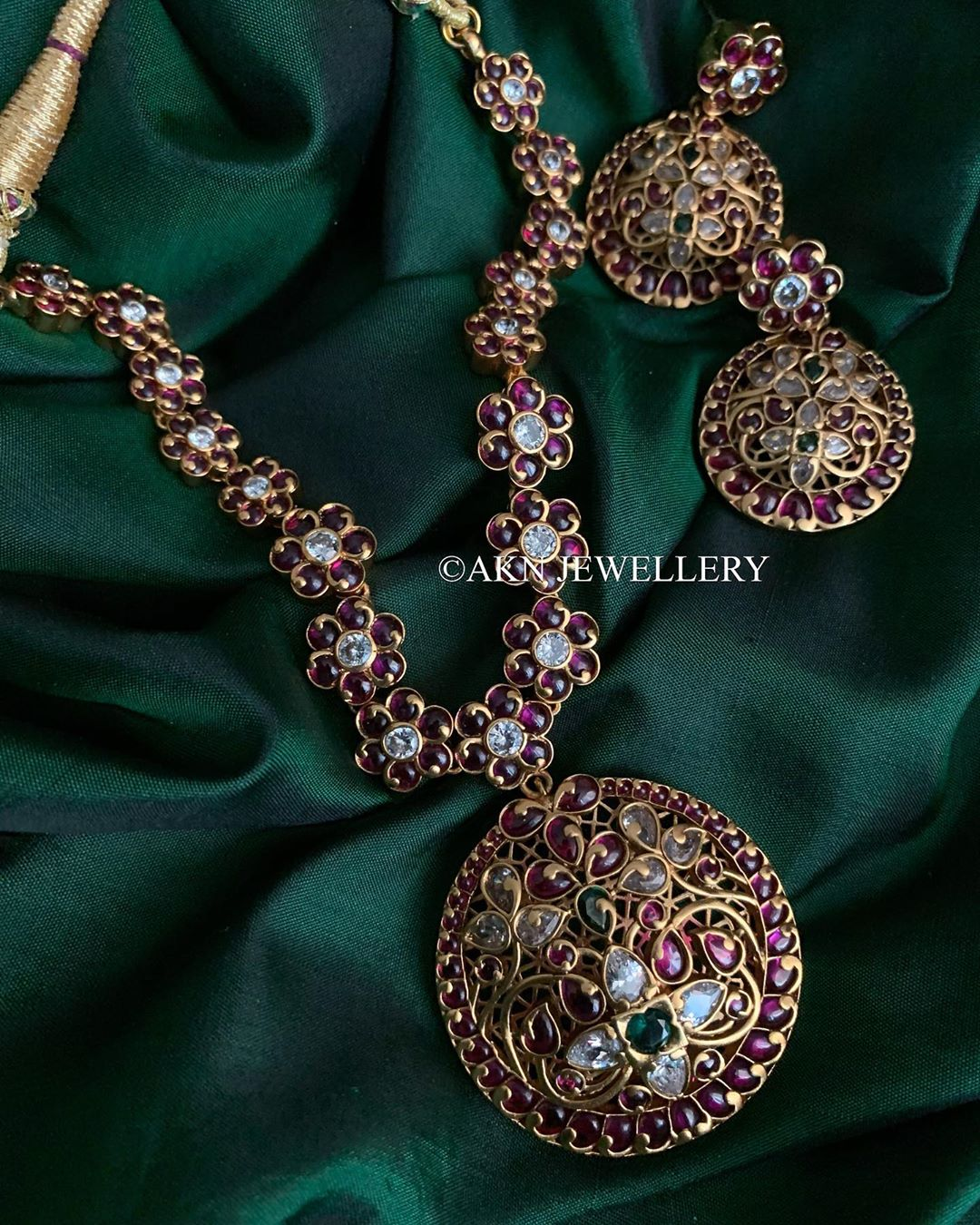 antique-kemp-stone-necklace-earrings