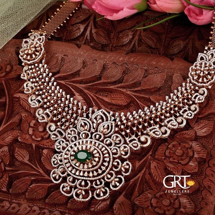 diamond-necklace-emerald-pendant