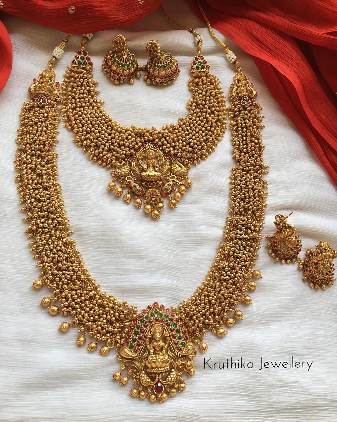 golden-cluster-beads-temple-bridal-set