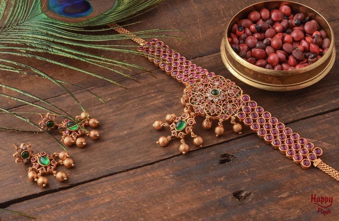 kemp-choker-with-flower-pendant