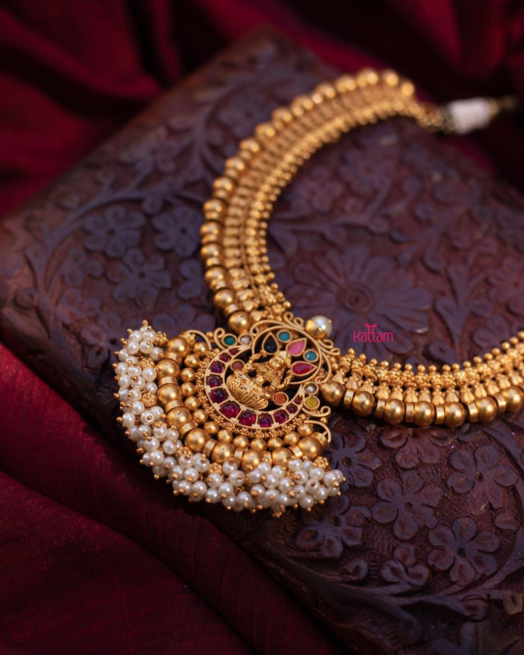 semi-bridal-lakshmi-pendant-necklace