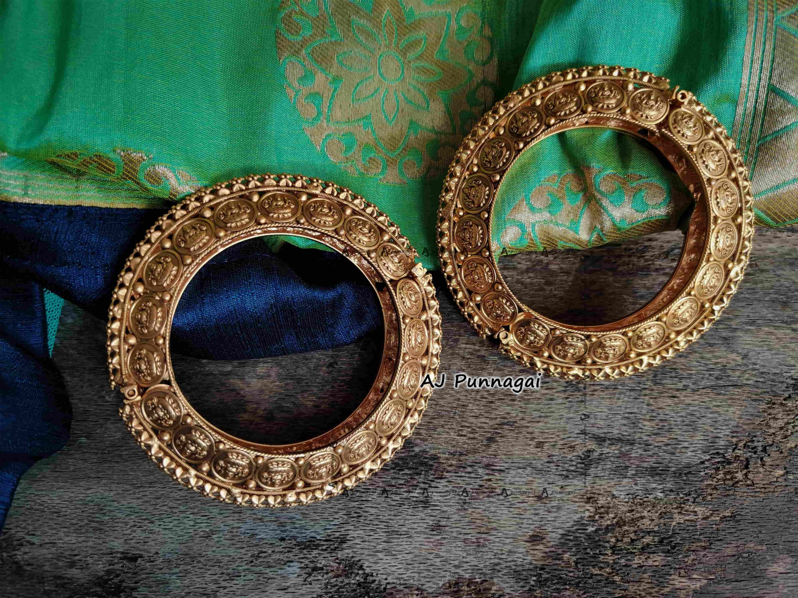 Broad-Traditional-Lakshmi-Openable-Bangles-01-scaled