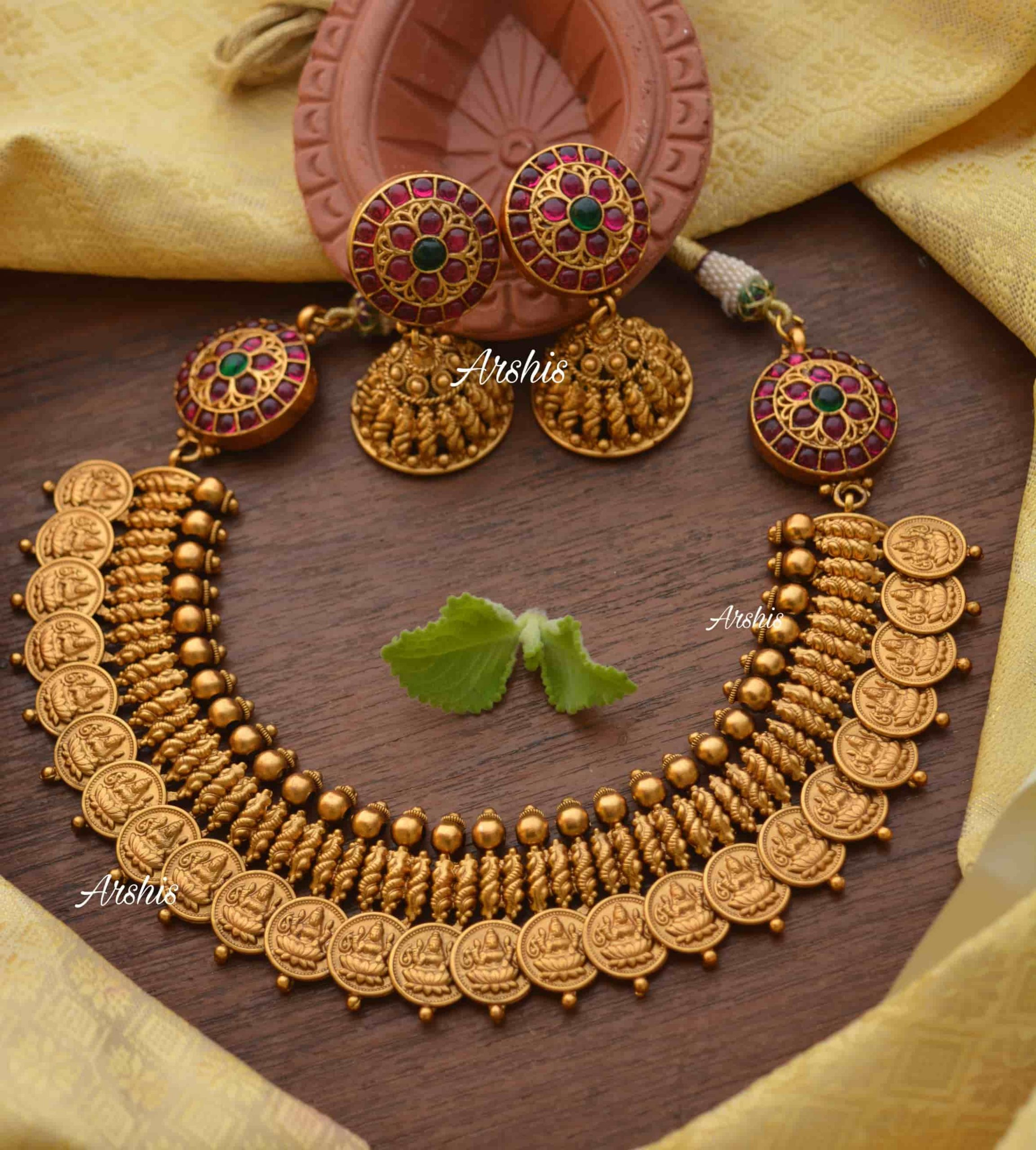 Lakshmi-Coin-with-Side-Mogapu-Necklace-01-scaled (1)