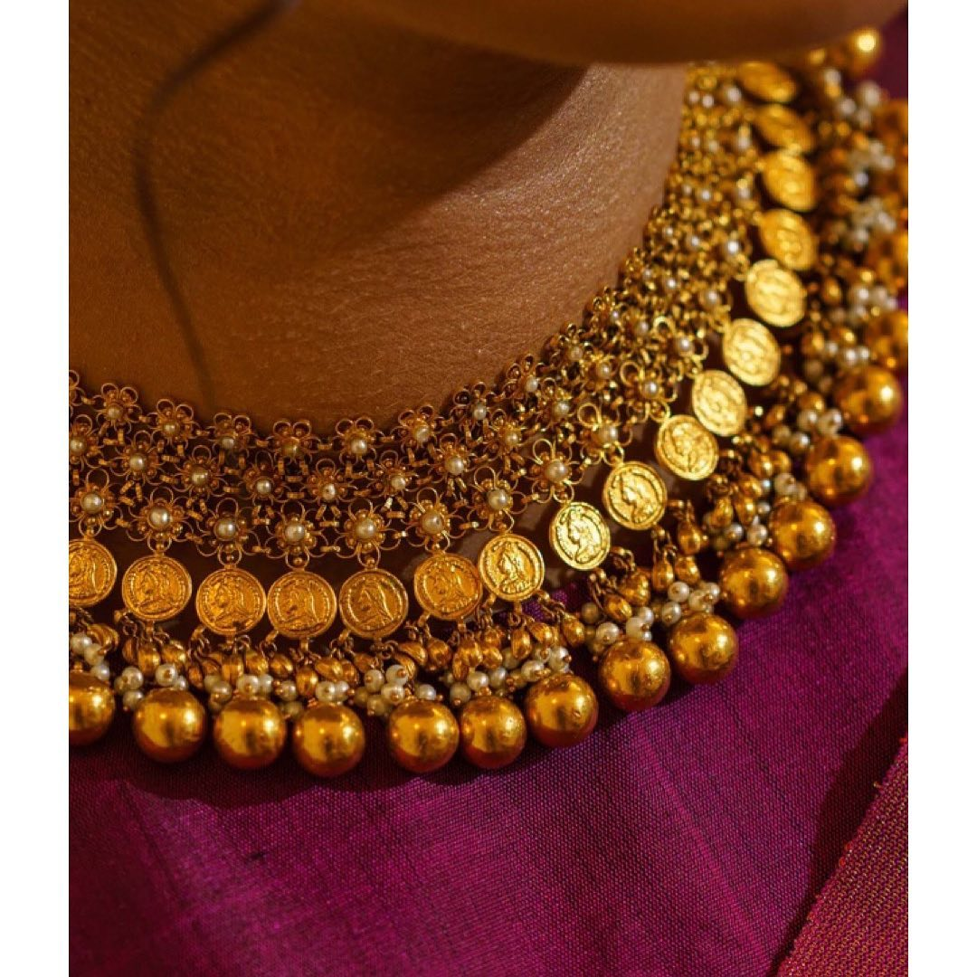 gold-coin-necklace