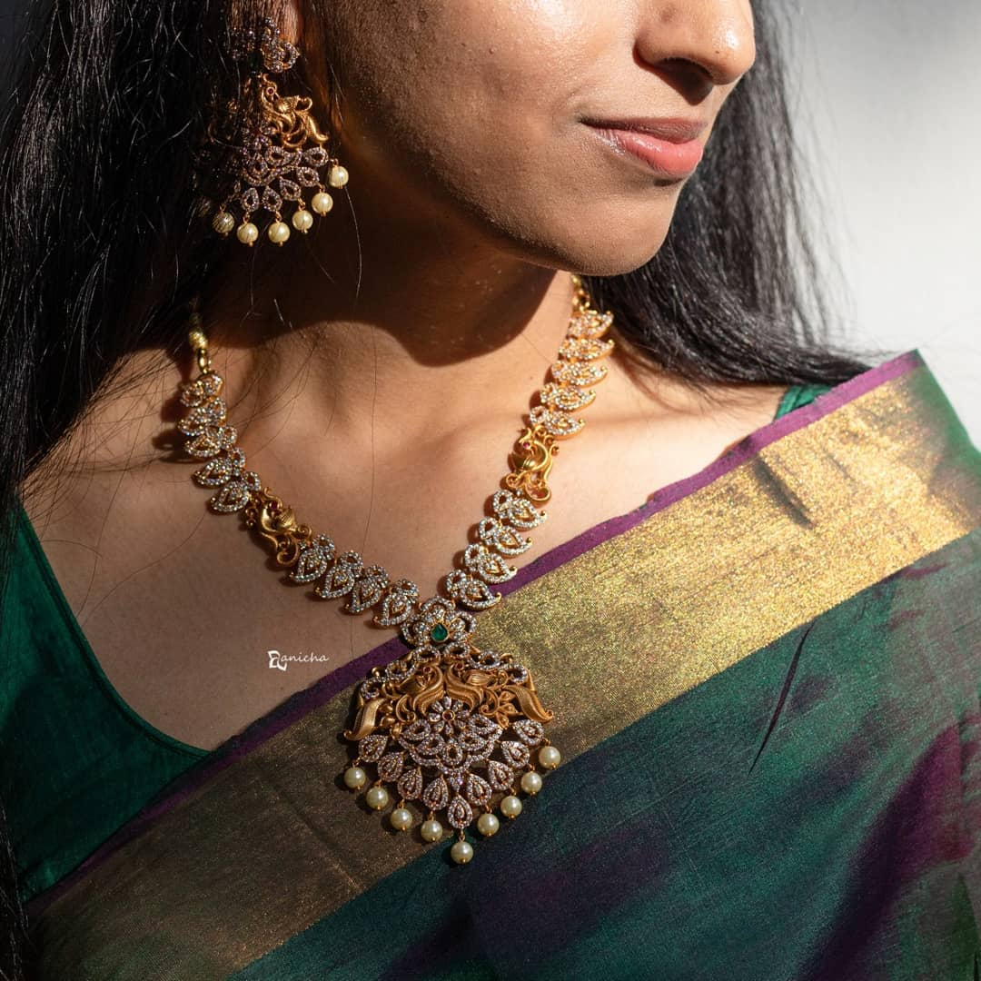 gold-paisley-stone-necklace-set