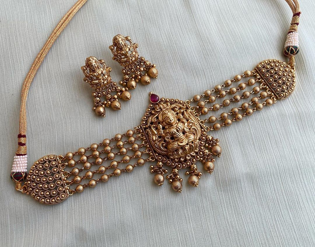 nagasi-lakshmi-pearl-choker-earrings