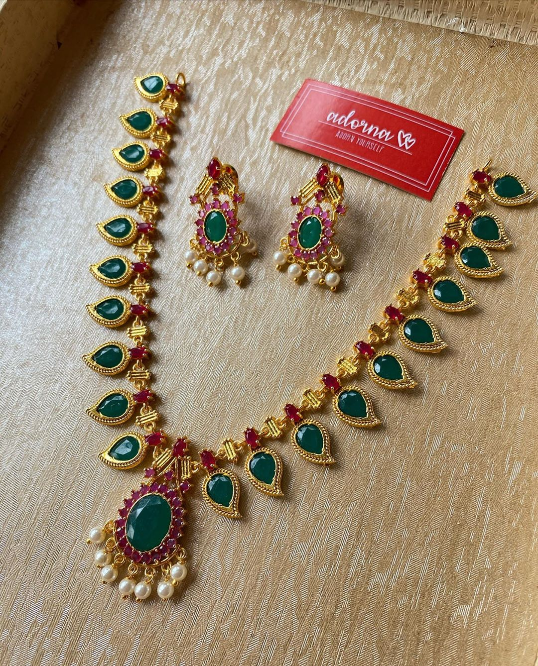 red-green-gold-necklace-set