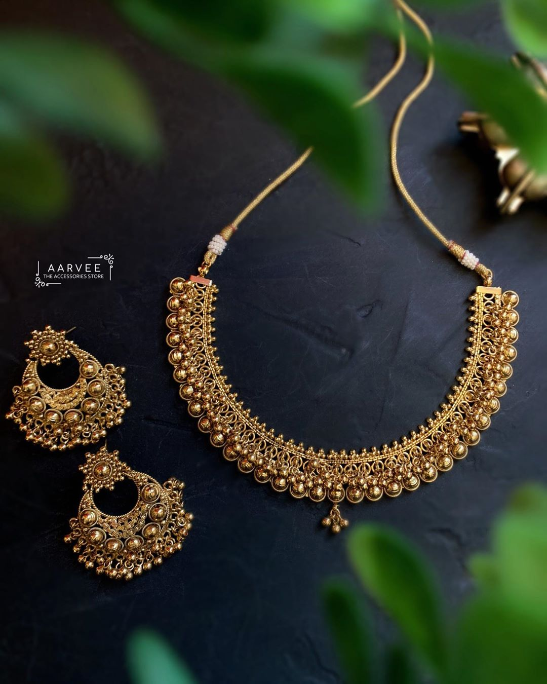 simple-antique-necklace-set