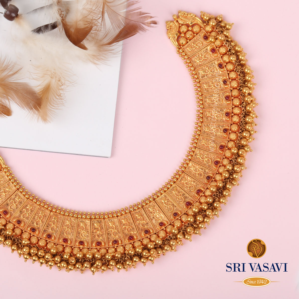 cluster-pearls-gold-necklace