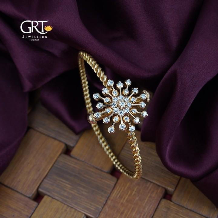 elegant-gold-bracelet