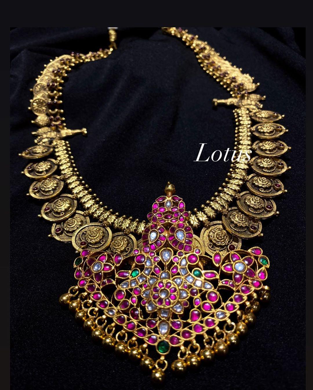 gold-imitation-stone-studded-necklace