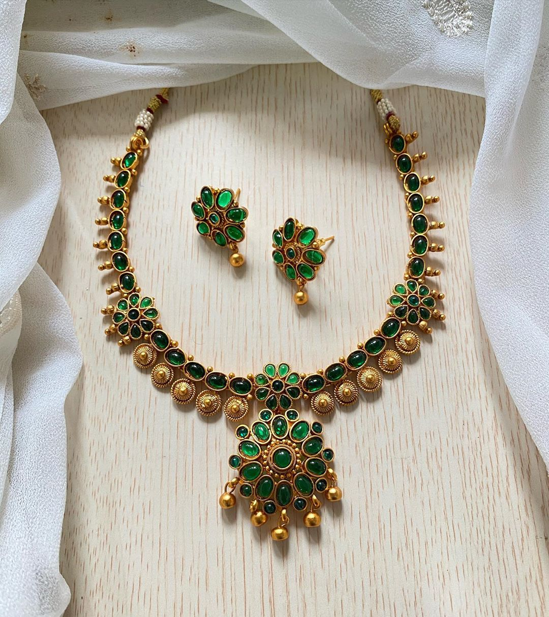 green-flower-necklace-set
