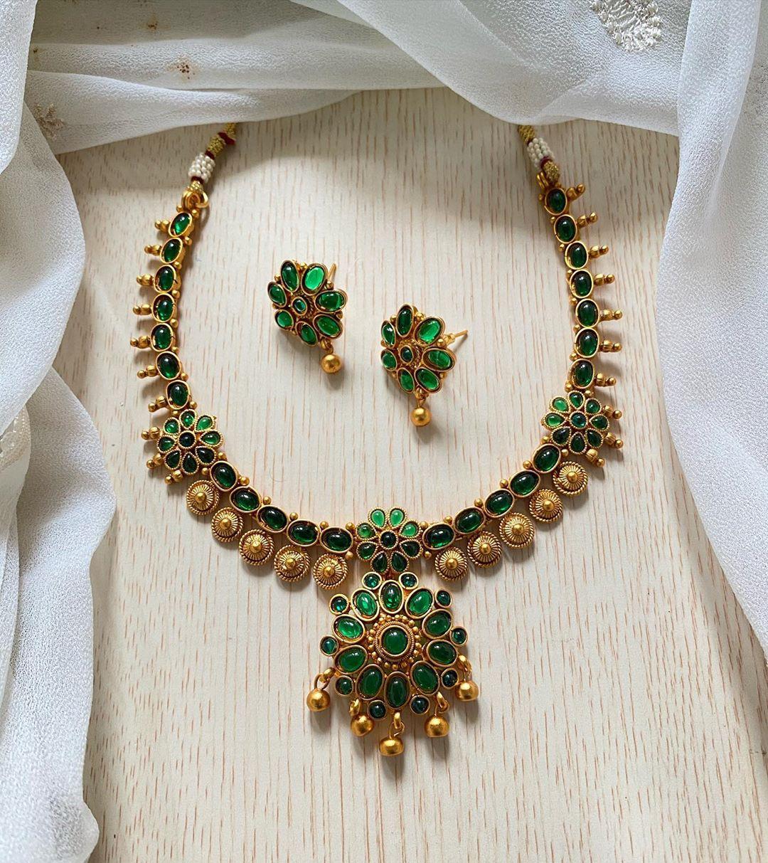 green-flower-necklace-set