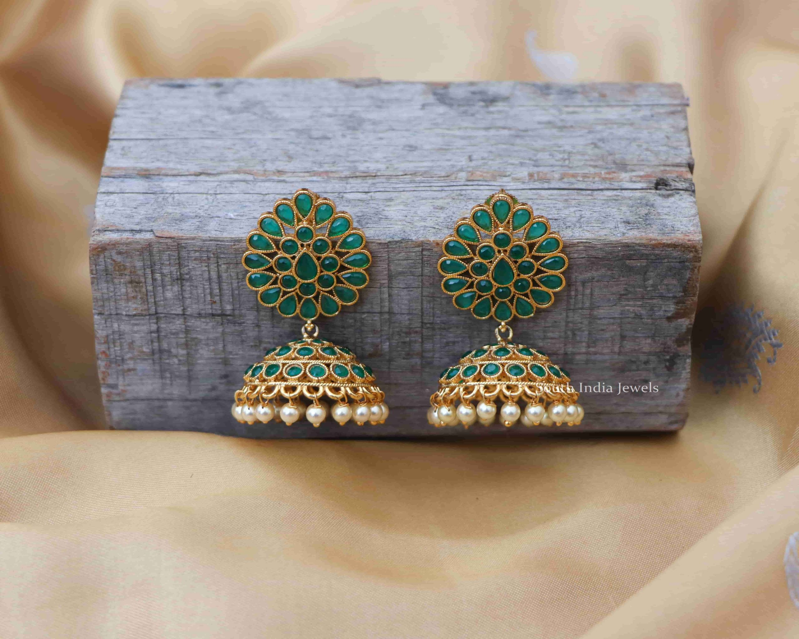 green-stone-pearl-jhumkas