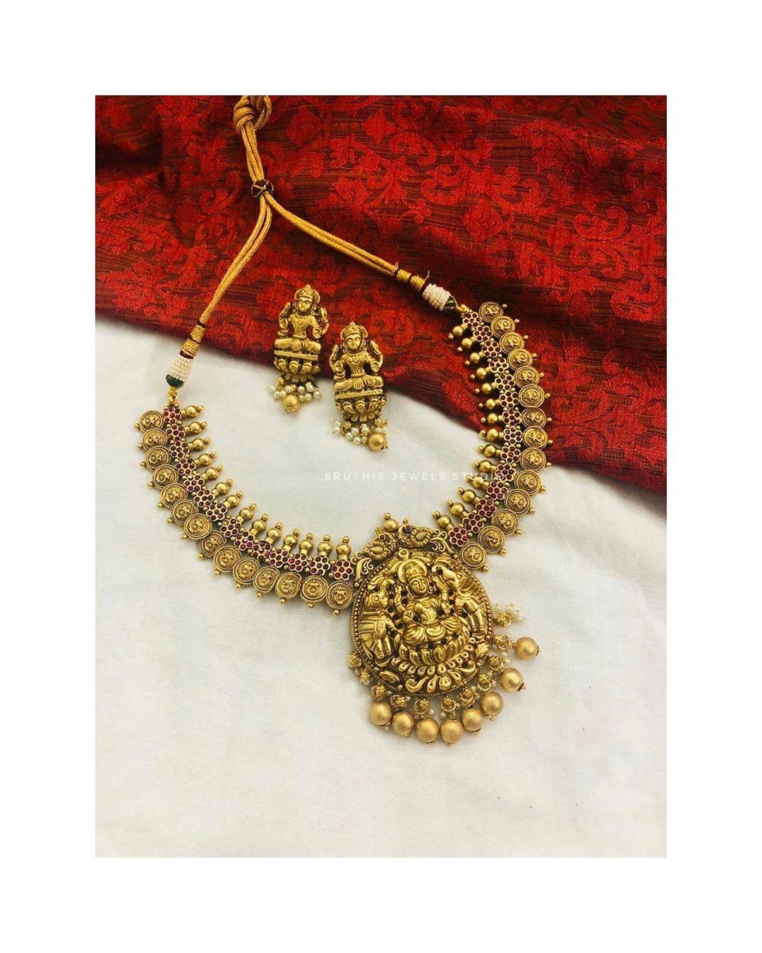lakshmi-pendent-necklace-jhumkas