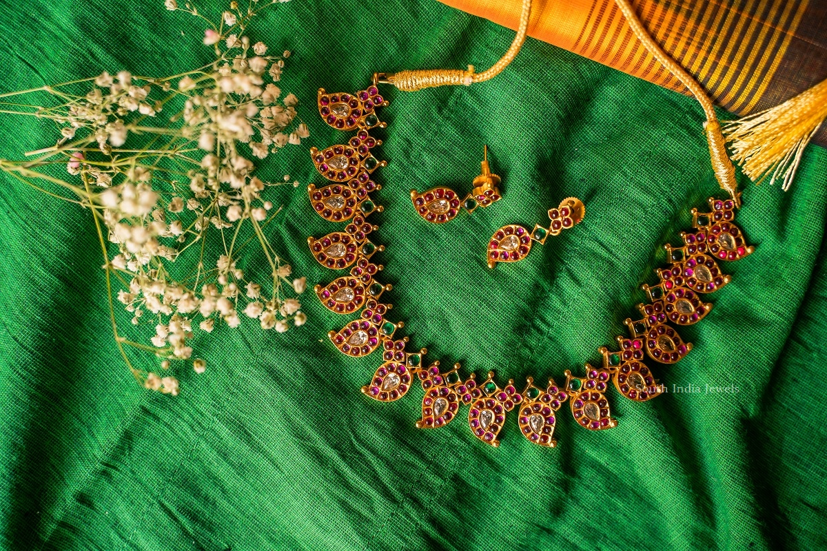 Unique-Kemp-Stone-Mango-Design-Necklace-02