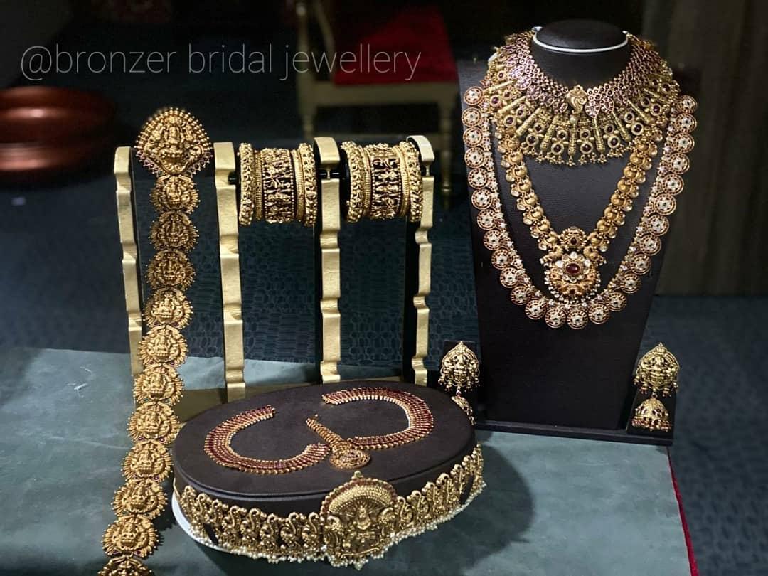 antique-bridal-jewellery-set-on-rent