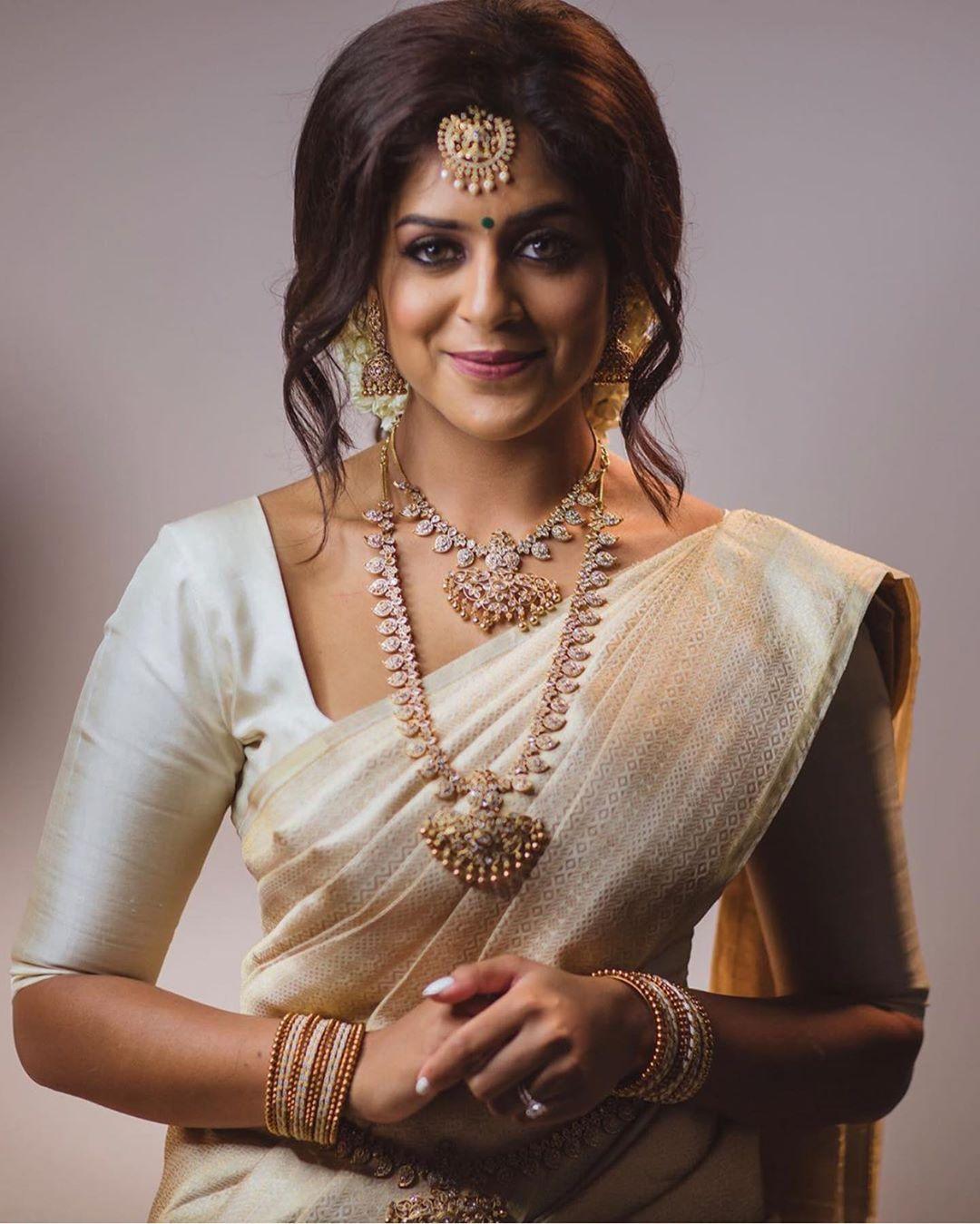 imitation-light-bridal-jewellery-set