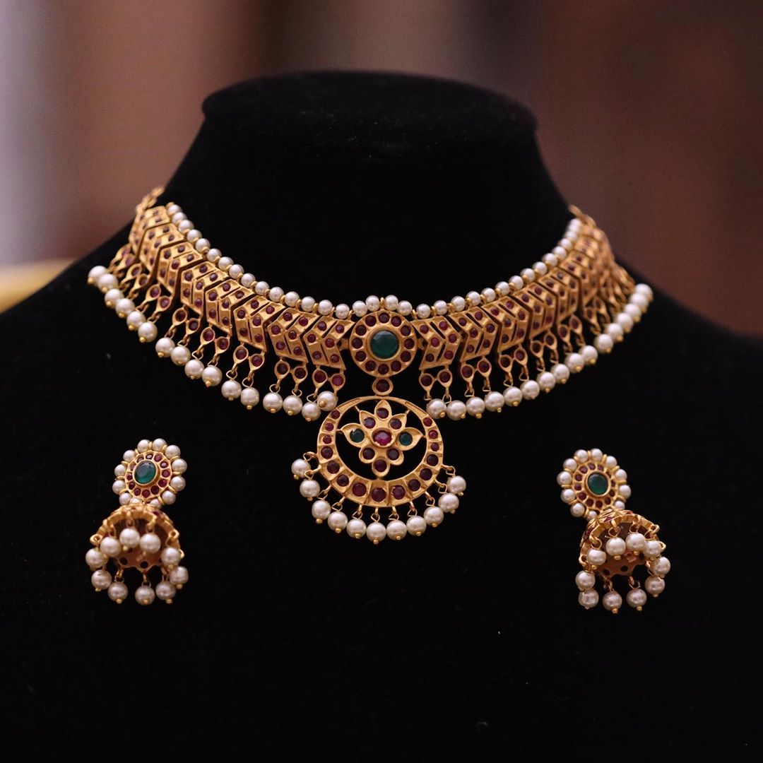 imitation-pearl-stone-studded-necklace
