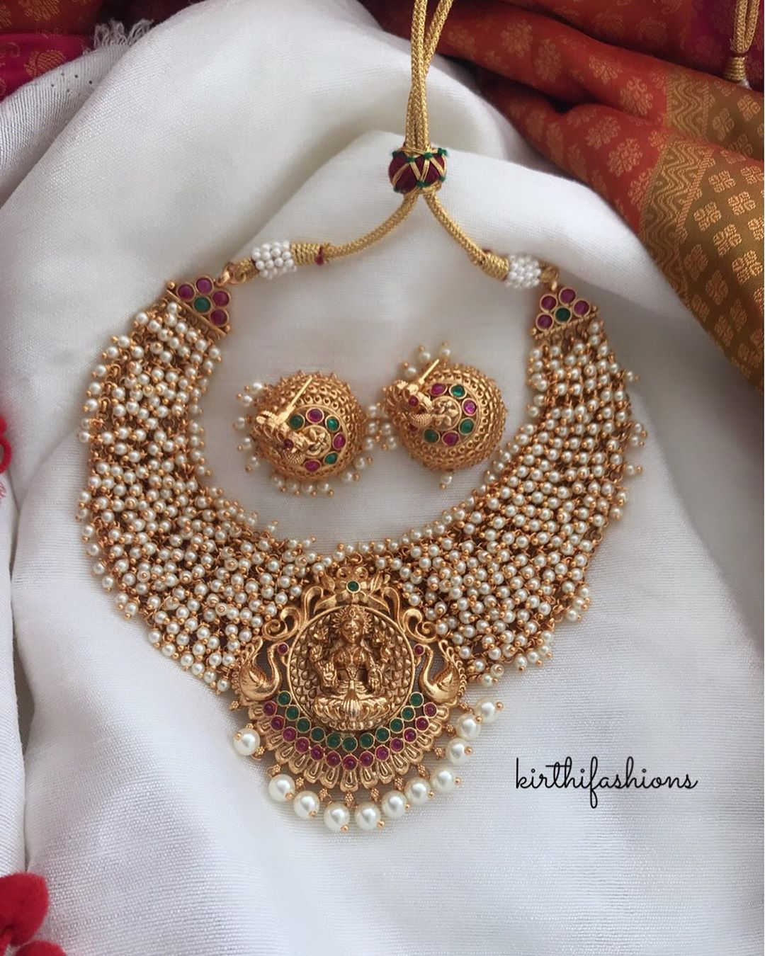 traditional-cluster-pearl-temple-necklace-set
