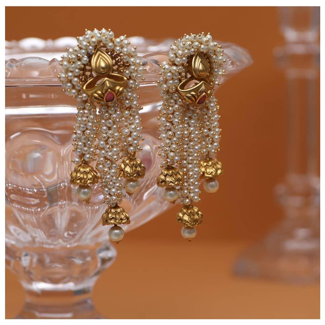 pearl-hanging-earrings