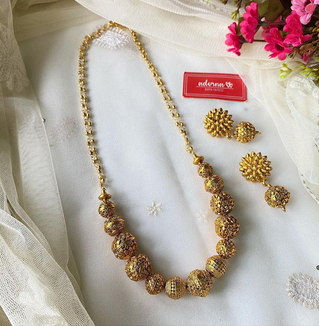 antique-gold-finish-chakra-set-flower-earrings