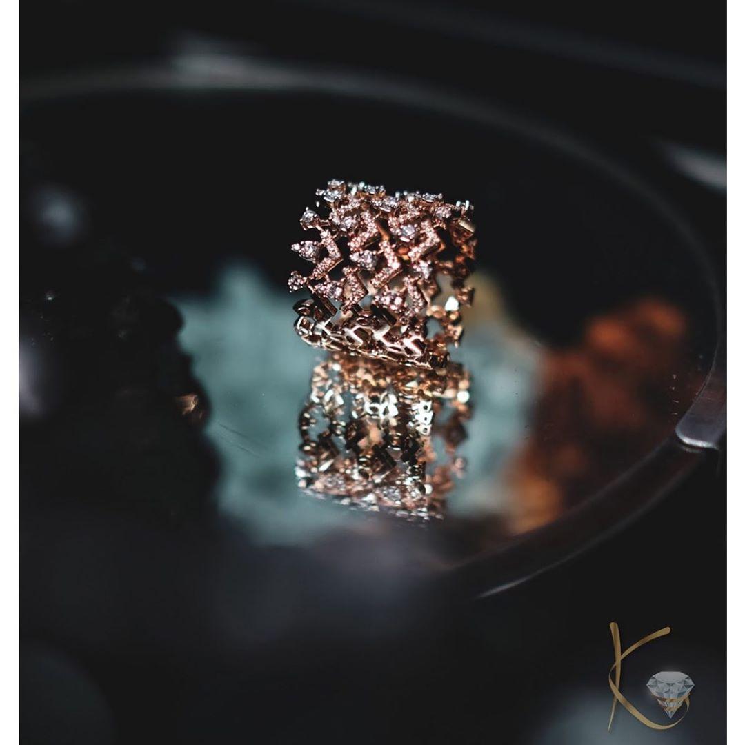 chevron-pattern-diamond-ring