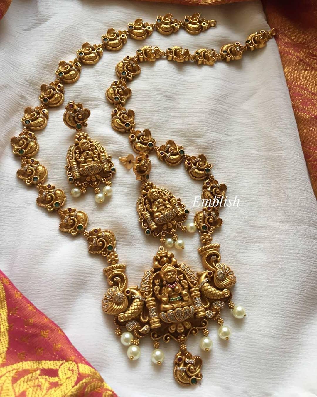 gold-alike-lakshmi-peacock-necklace-set
