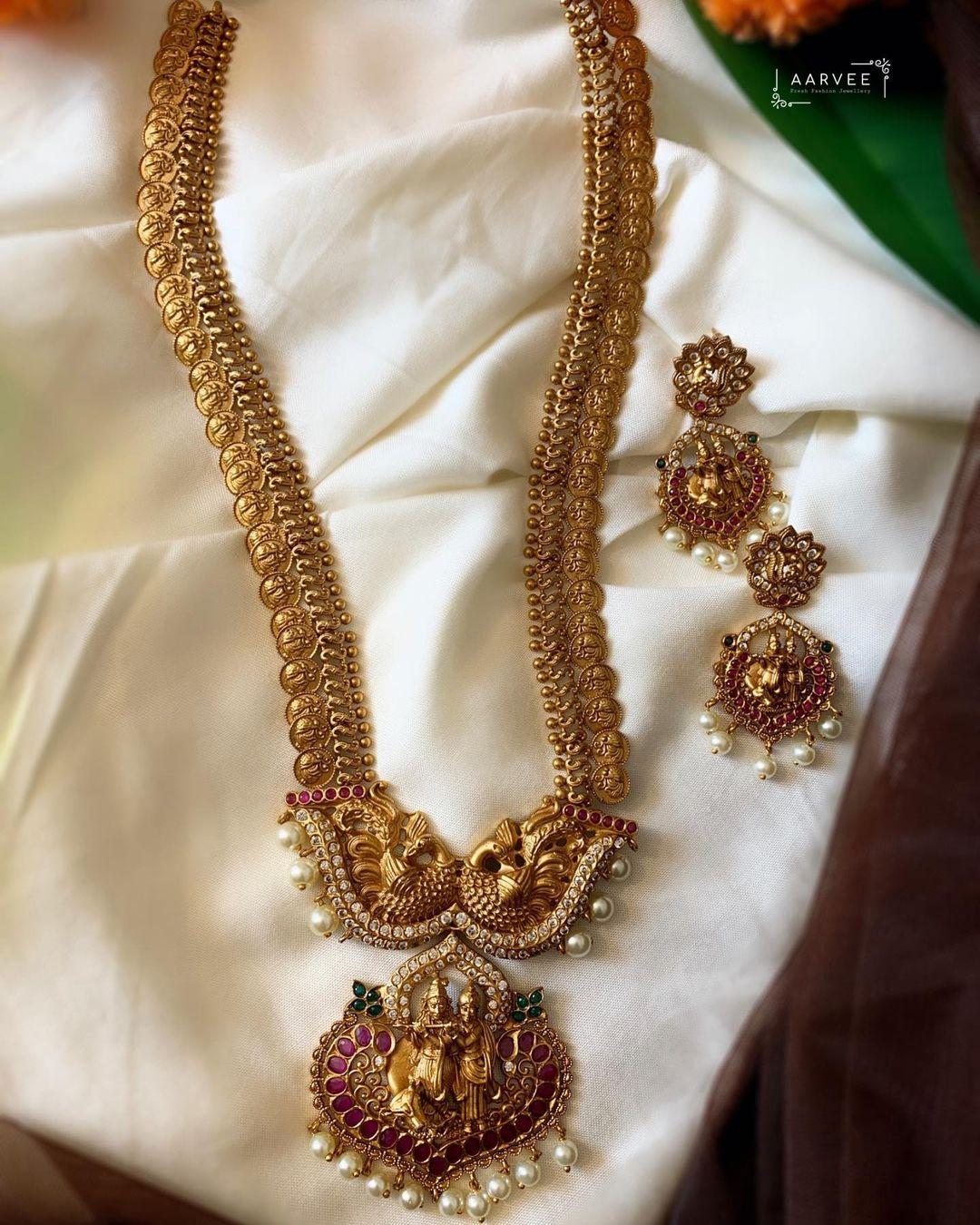 matte-gold-haram-set-with -radheykrishna-motif