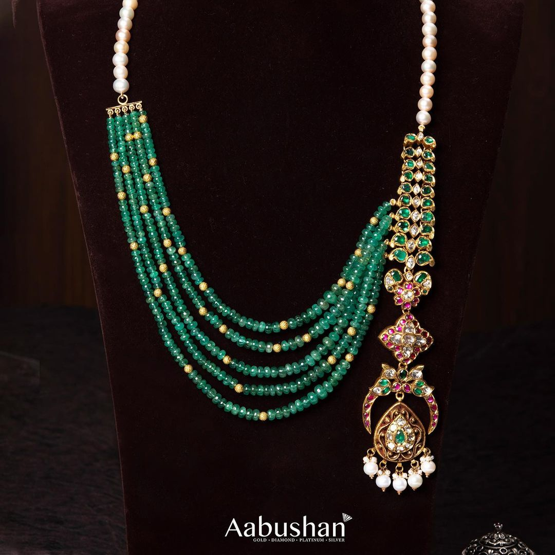 unique-contemporary-style-beads-necklace