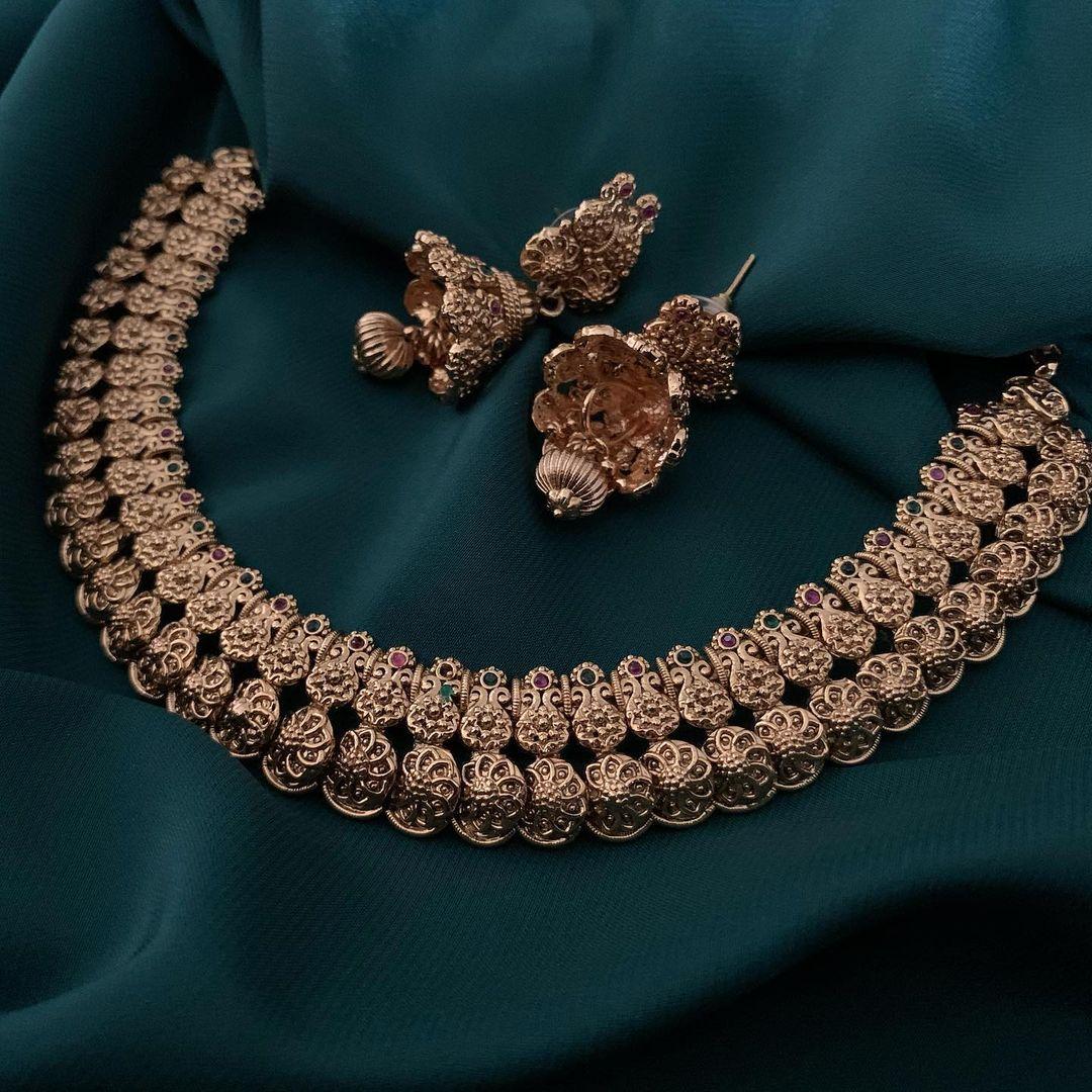 antique-imitation-necklace-set