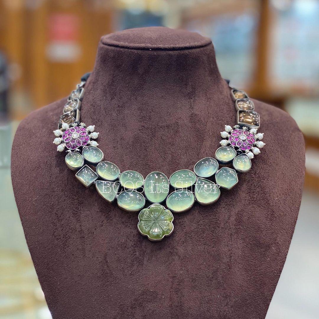 designer-silver-necklace