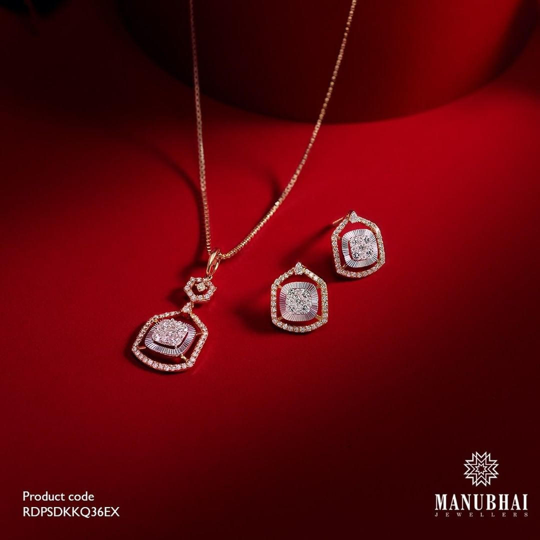 diamond-necklace-with-stud-earrings