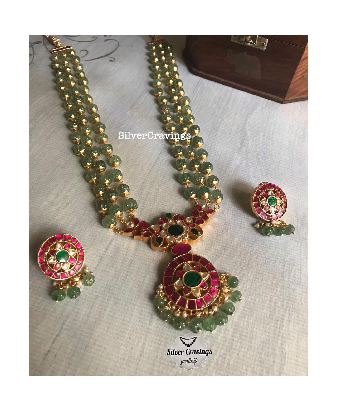 green-beads-necklace-with-kundan-pendant