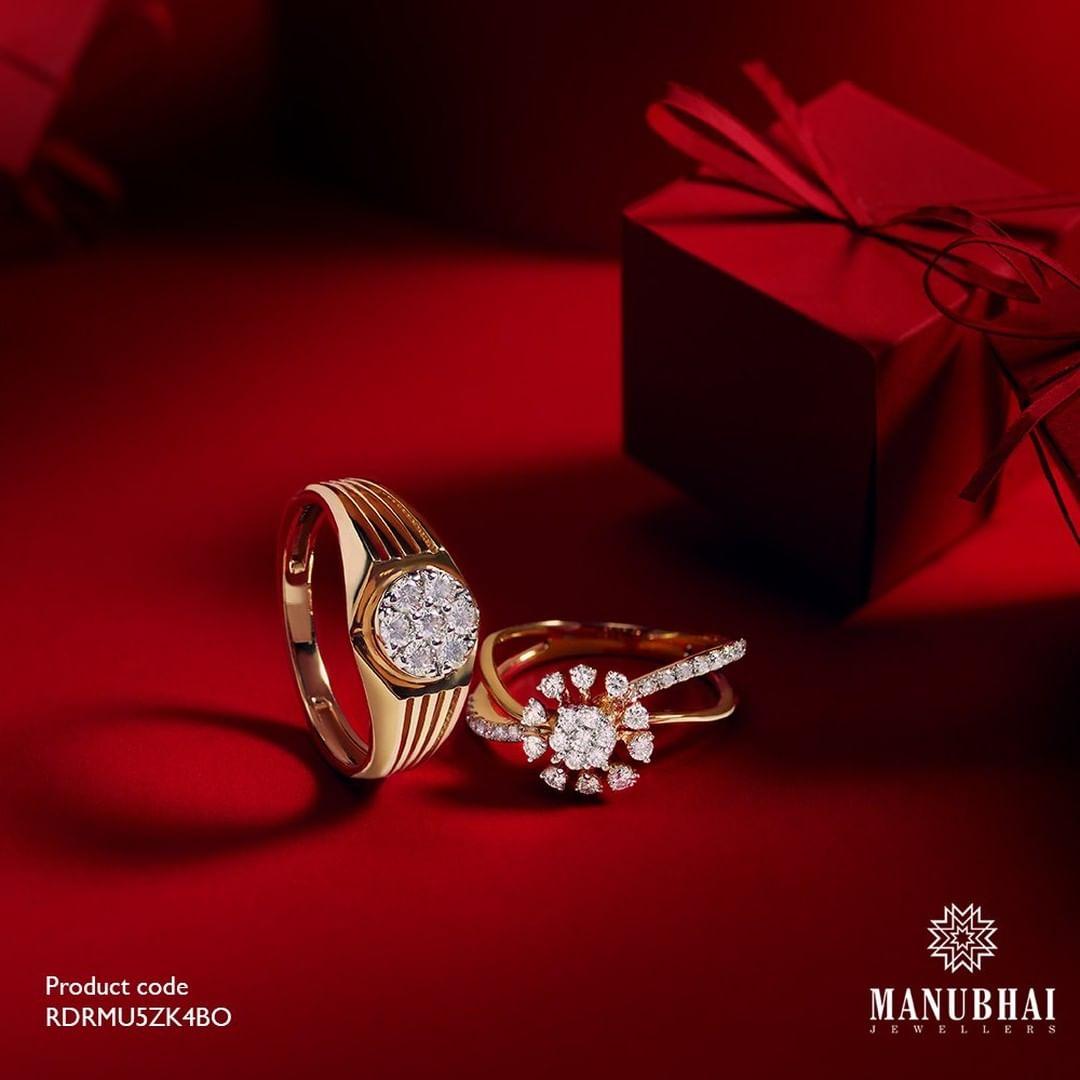 men-women-diamond-engagement-ring