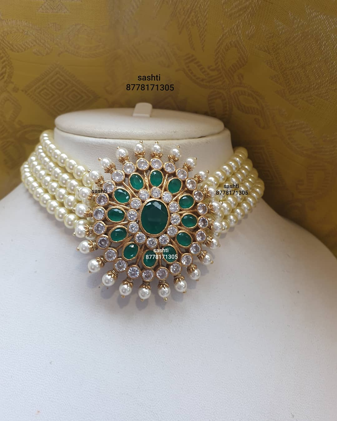pearl-choker-necklace-with-grand-stone-pendant