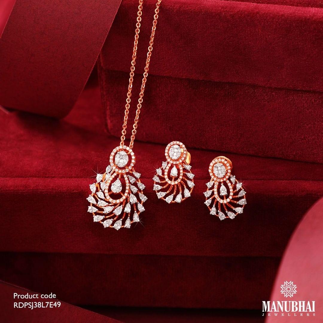 anniversary-special-diamond-necklace-set