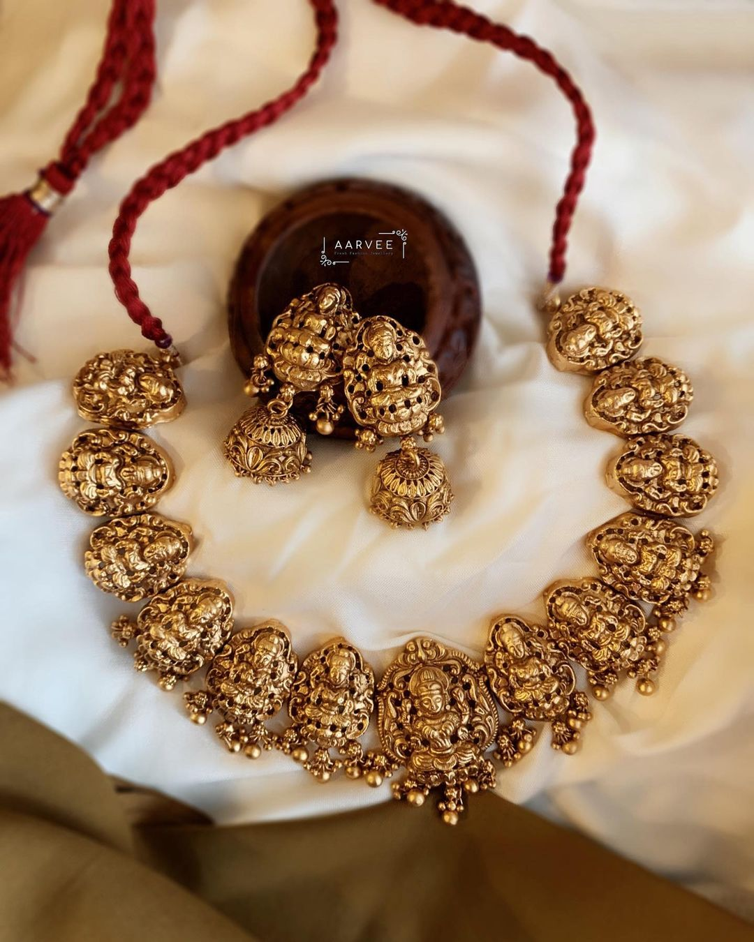 bold-antique-lakshmi-necklace-set