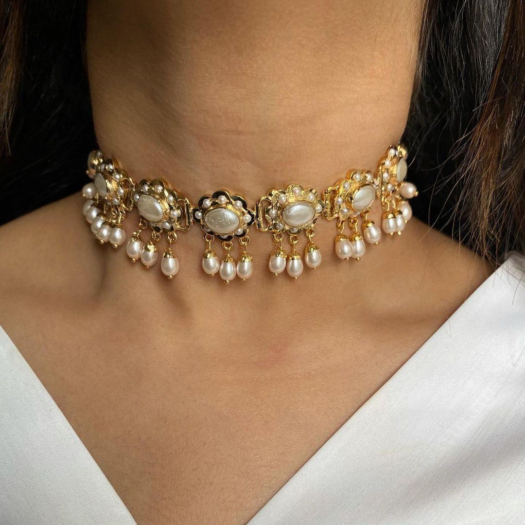 dainty-pearl-choker-necklace