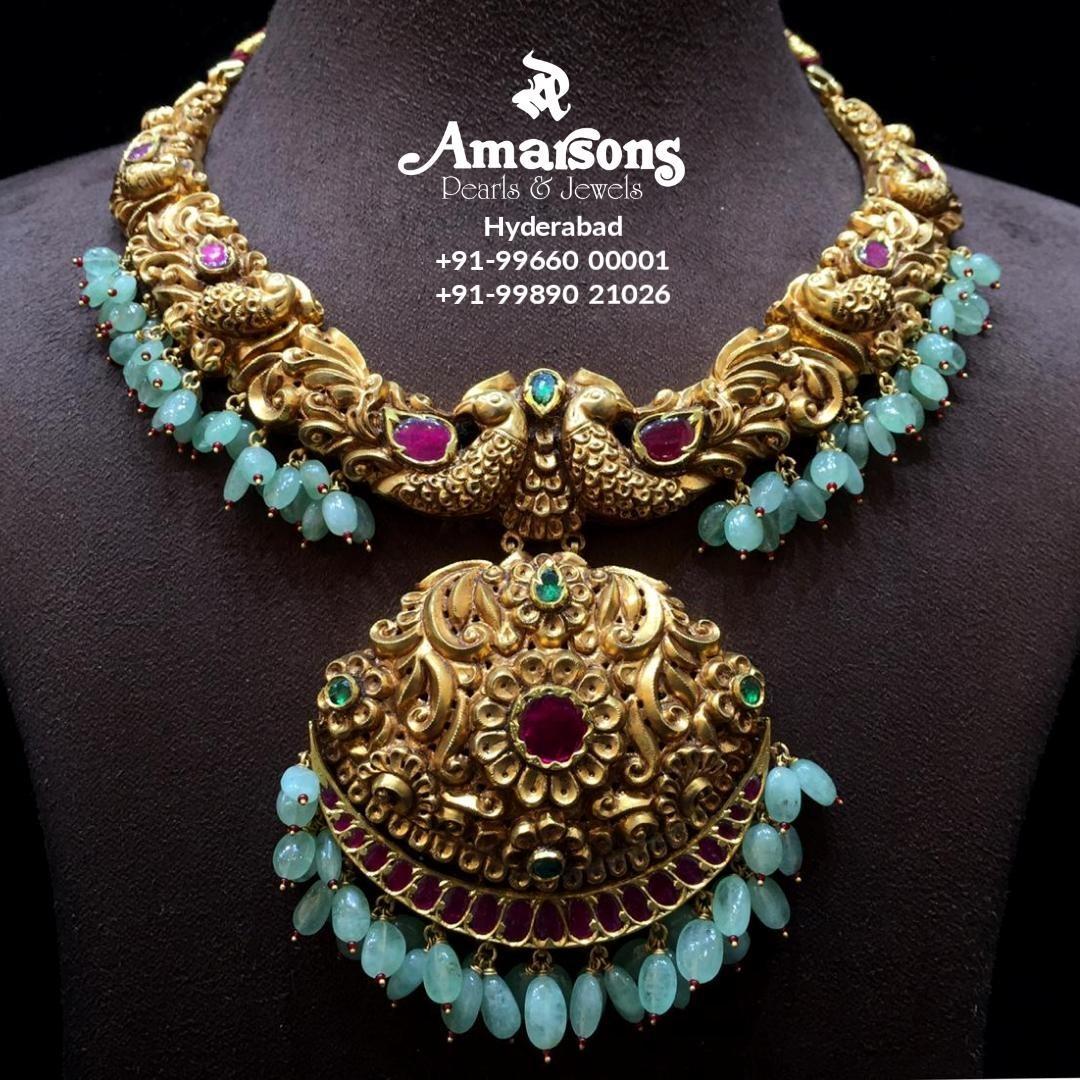 emerald-embedded-gold-nakshi-necklace