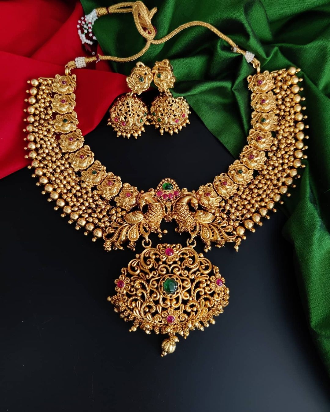 golden-peacock-necklace-set