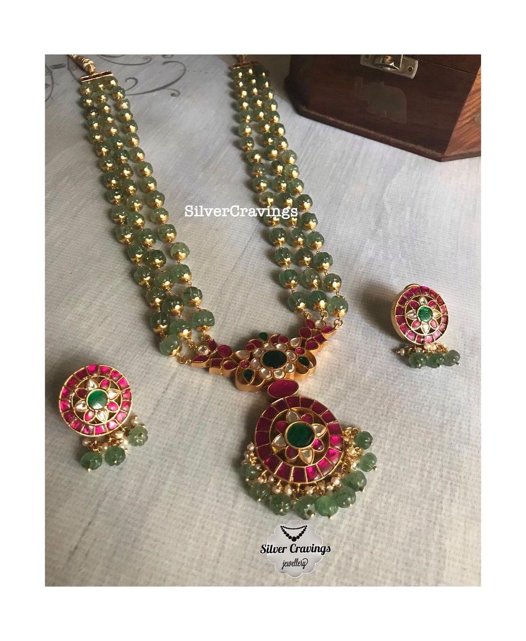 kundan-pendant-green-beads-necklace-set