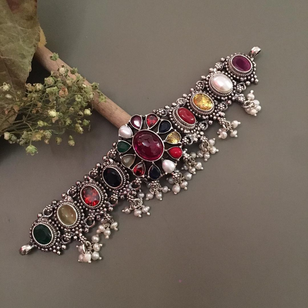 stylish-silver-precious-stones-choker