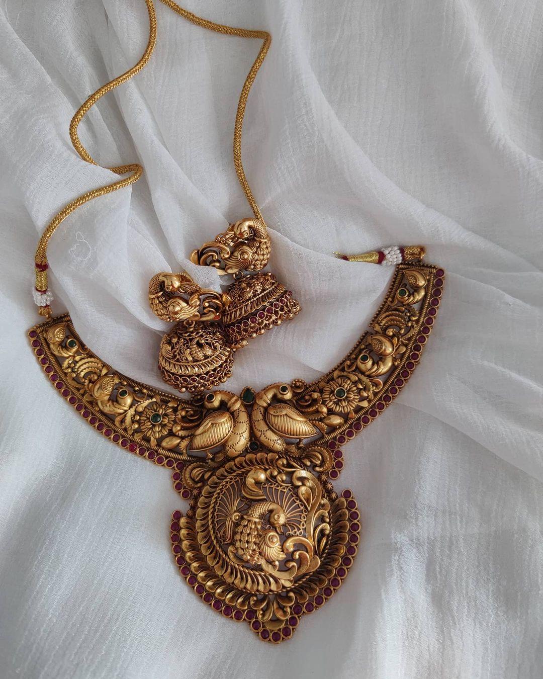 imitation-peacock-necklace