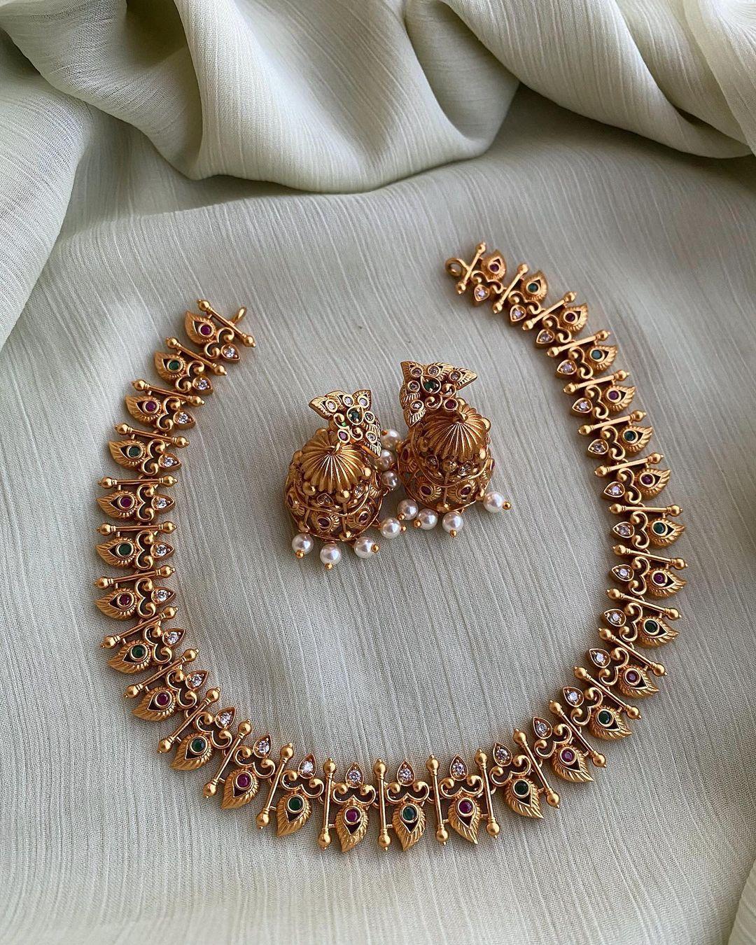 leaf-motif-necklace-earrings