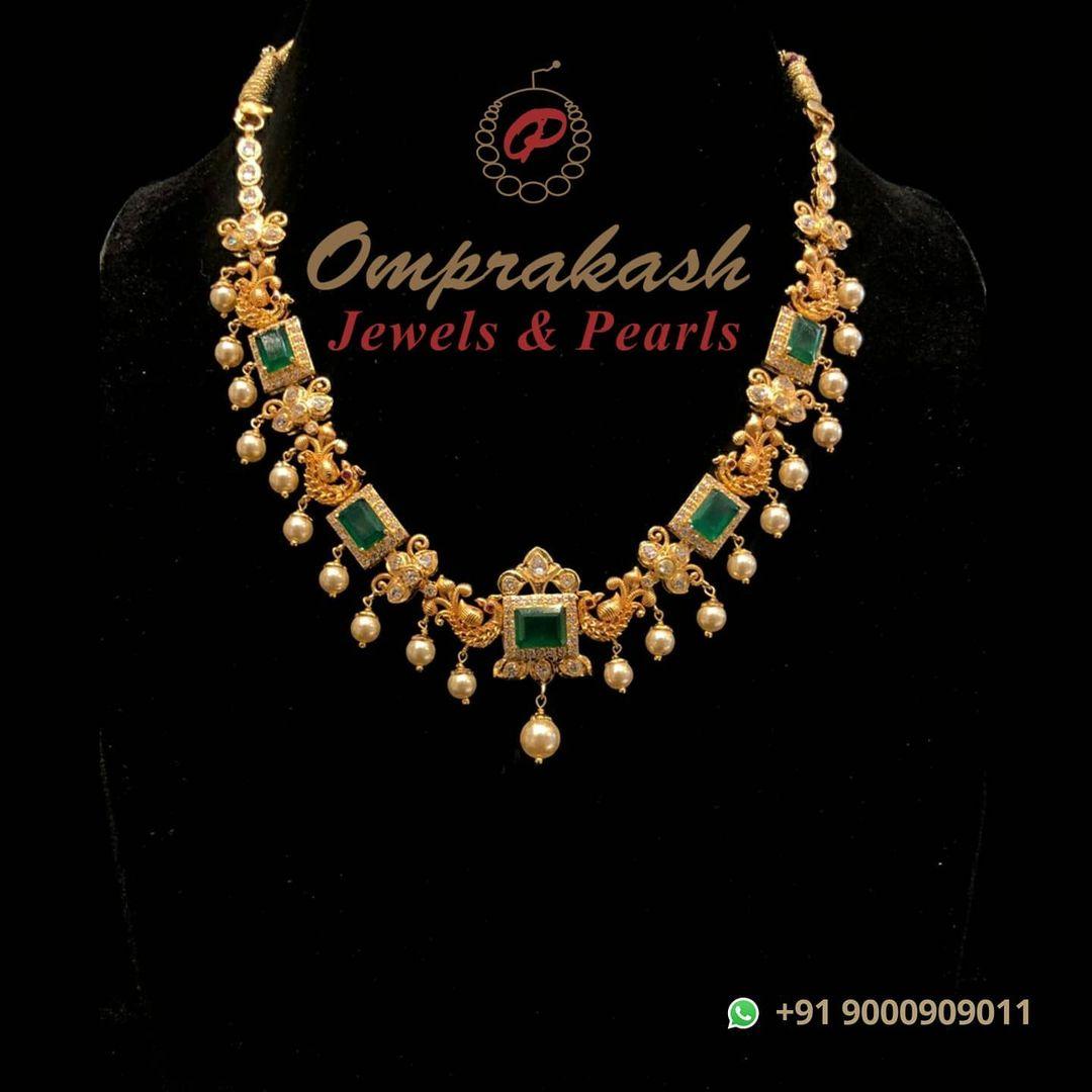 light-weight-gold-emerald-necklace