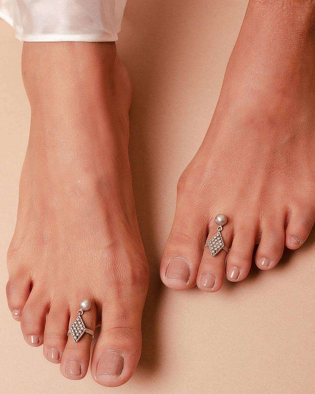 delicate-silver-toe-rings
