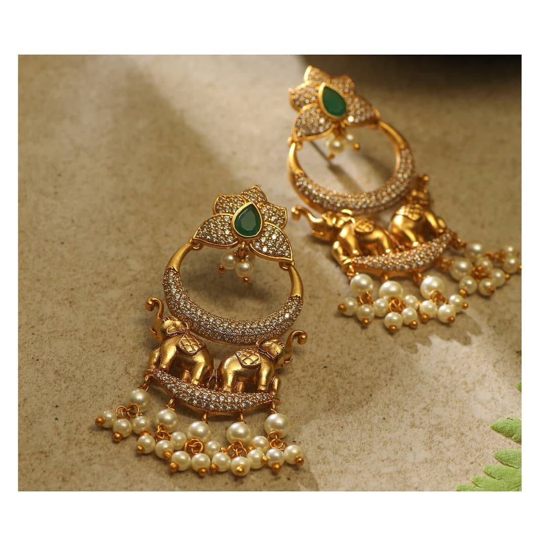designer-gold-finish-earring